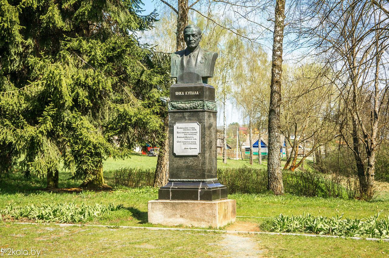 Памятник Я. Купалы в д. Вязынка.